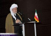 امام جمعه پاوه : در ممالک اسلامی، جنگ بین هلال و صلیب در جریان است